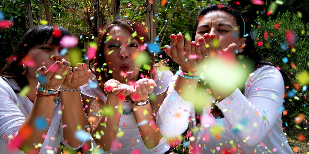 600_party_confetti_people